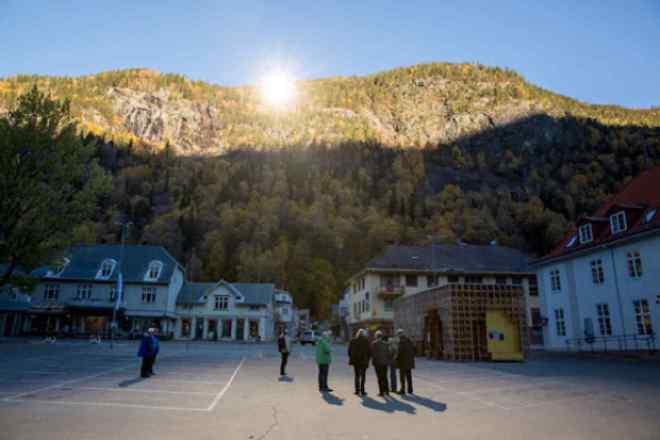 rjukan_Unos espejos gigantes llevan el sol invernal a un pueblo noruego 0P