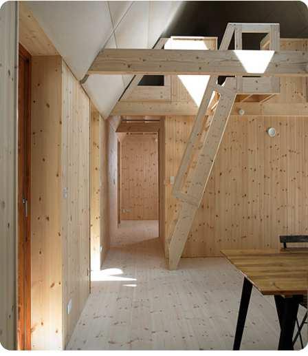 Una casa construida con algas_interior.
