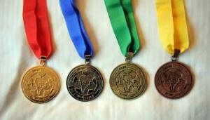 La gran celebración del absurdo -medallas