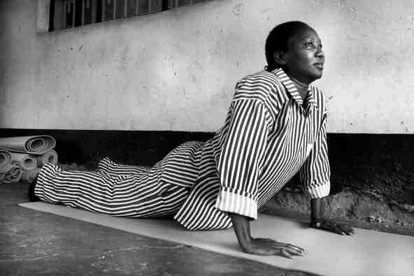 Yoga en África una iniciativa para mejorar la calidad de vida de niños y mujeres-11