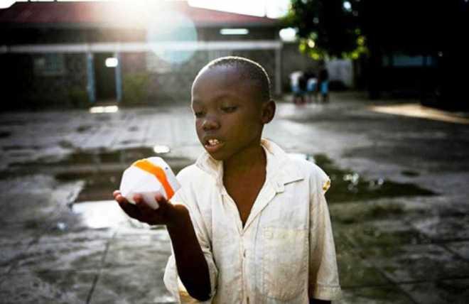 SPARK es el instrumento musical que puede llevar luz a la vida de muchos niños en Kenia-Viaje Hacia si Mismo