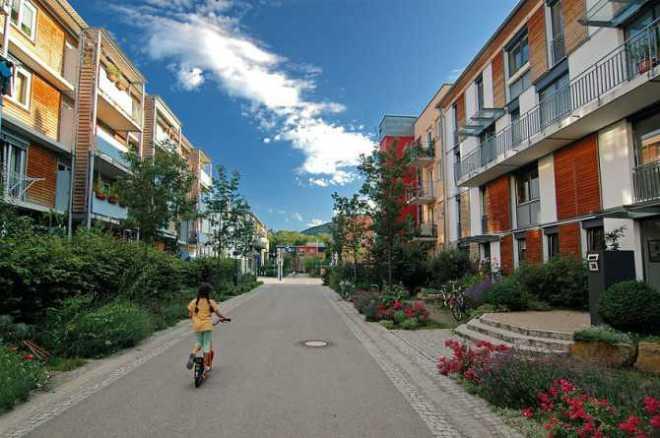 Vauban, la Ciudad que Recicla, genera energía, casi no hay coches y la gente es feliz-Viaje Hacia Si Mismo-00
