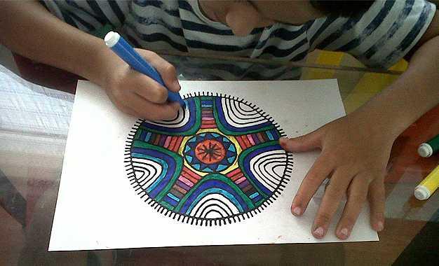 Pintar mandalas ayuda al tratamiento del Síndrome de Déficit Atencional-Viaje Hacia si Mismo